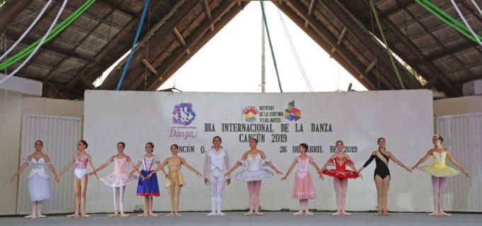 Celebran Día de la Danza, en parque de Las Palapas