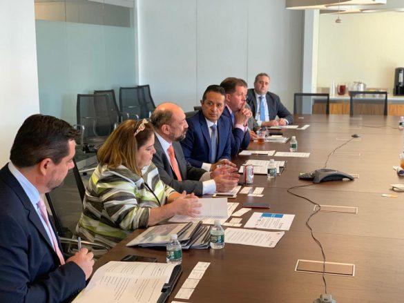 Carlos Joaquín se reúne con directivos de aerolíneas en Washington